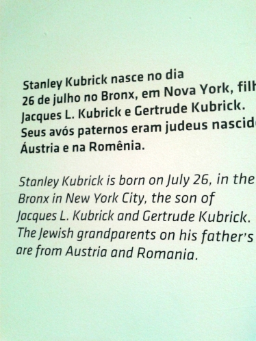 murala firmando que kubrick era leonino, aff