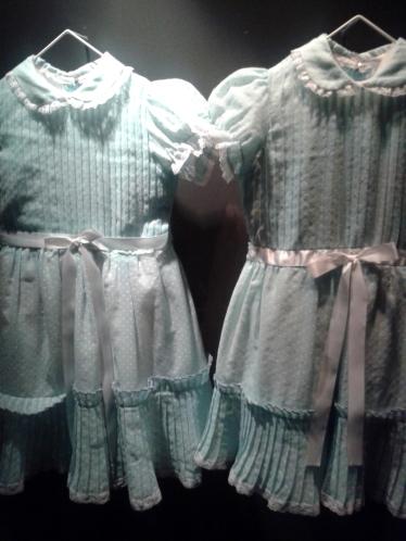 """os vestidinhos das gemeas de """"o iluminado"""" são os mais fotografados no insta"""