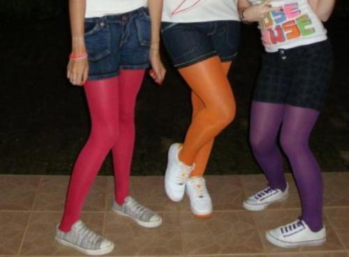 shorts-jeans-com-meia-calça-colorida