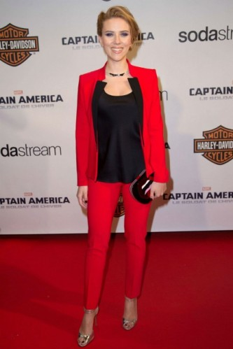 scarlett-johansson-red-suit