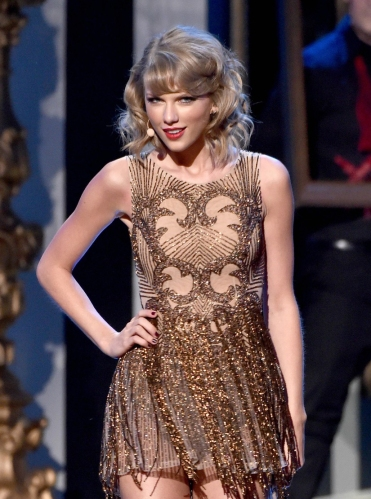 taylor-swift-american-music-awards-2014-19