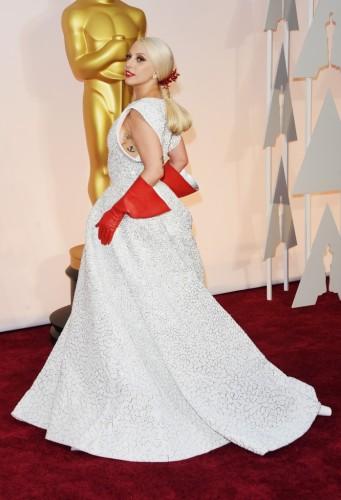 Lady-Gaga-usando-Azzedine-Alaïa-sob-medida-698x1024