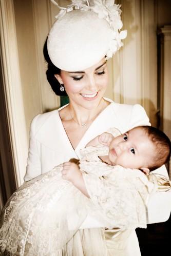 rs_634x951-150709072255-634.Kate-Middleton-Princess-Charlotte-Christening-Mario-testino.jl.070915 (1)