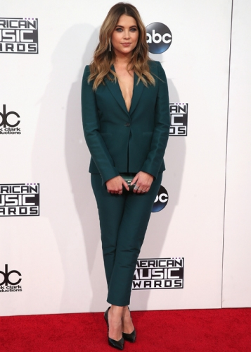 looks-american-music-awards-ama-ashley-benson