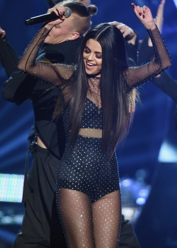 looks-american-music-awards-ama-selena-gomez-1