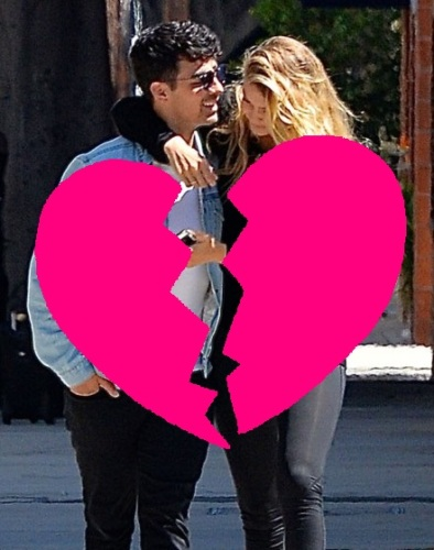 51820120 Couple Joe Jonas and Gigi Hadid get close while out and about in Los Angeles, California on August 10, 2015. The pair had a late night partying with Kylie Jenner last night on her 18th birthday. FameFlynet, Inc - Beverly Hills, CA, USA - +1 (818) 307-4813