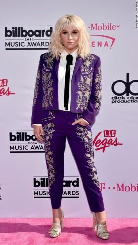 160522203702-21-billboard-music-awards-red-carpet-super-916