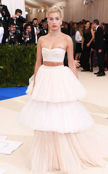rs_634x1024-170501171456-634-met-gala-2017-arrivals-hailey-baldwin
